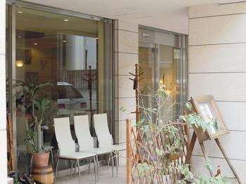 洋食店SALAOは、地下鉄京都市役所前駅からすぐの立地にあります。お子様連れでもOKで、家族みんなで洋食をいただくことができます。