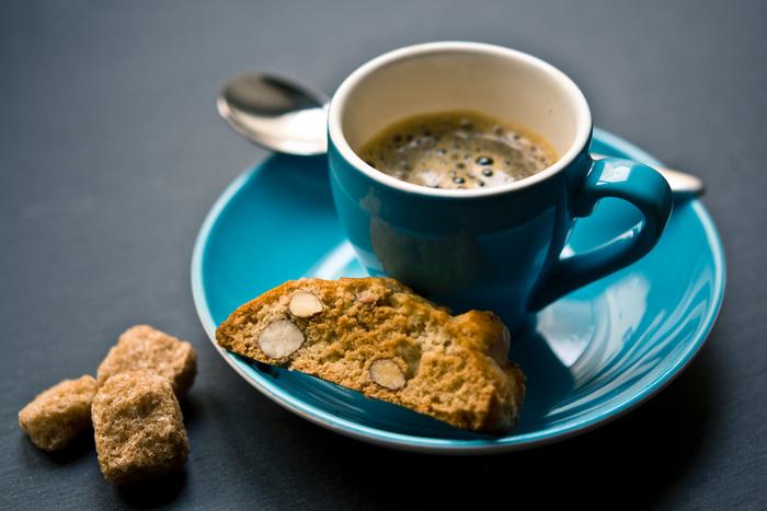 イタリアと言えばエスプレッソ。ほろ苦いコーヒーと相性がよく、浸して柔らかくしてから食べるのが一般的なのだそう。