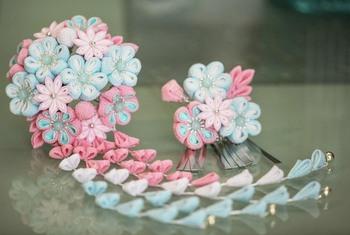 パステルカラーの花々が華やかさもありながら可憐な印象に。成人式や卒業式がある方へのプレゼントにしても喜ばれそう。