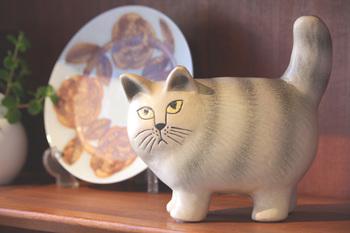 2016年12月に発表された、一番新しい猫の「MOA(モア)」。口角やヒゲを下げた、ちょっととぼけた表情がユーモラスですね。