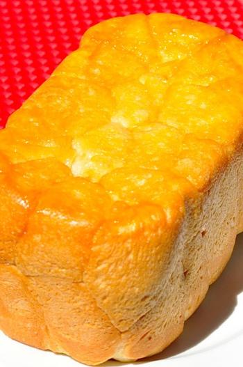 ホームベーカリーで作ってしまうという手もあります。形は食パンみたいになるけど、シロップが沁み込んで、外側カリッと中はフワッとした仕上がり。一斤分、あっという間になくなりそうです。