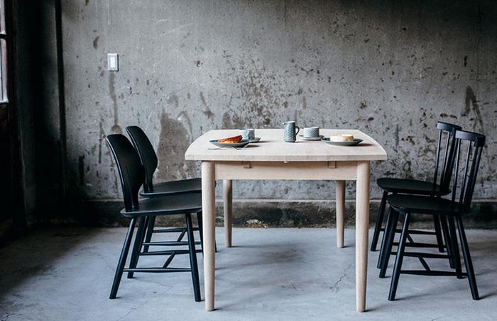 ヴィンテージの椅子やテーブルをリノベーションして蘇らせる。ペンキや工具を活用して、DIYすることも楽しみのひとつです。