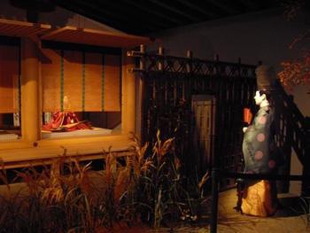 「宇治の間」。宇治十帖がテーマです。これは光源氏の孫・薫が垣間見をしているシーン。