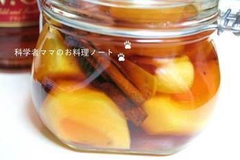 柿とシナモンのフルーツブランデー。秋の夜長に楽しみたいお酒です。