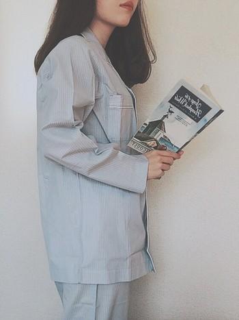 淡いブルーの爽やかなパジャマ。ぐっすり眠れそうですね。