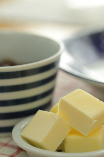オリーブオイルはリゾットの様なとても優しい味。 一方バターはピラフの様なコクのある味になるので、好みで使い分けるといいですね。