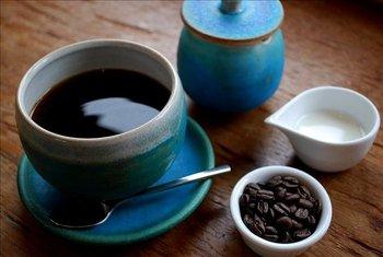 じっくりドリップされた珈琲も深い味わいで、観光の合間にゆっくり味わってほしい一杯です。