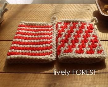 アフガン編みという手法で編まれた、北欧風のレトロなアクリルたわし。厚みがあるうえに、二重になっていますので、ふかふかとした感触。日々の暮らしに、ぬくもりを♪