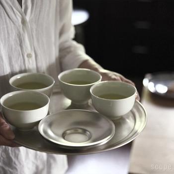頑固な茶渋にも、アクリルたわしが効果的♪いつもなら、漂白剤につけているという方、ぜひ試してみてください。
