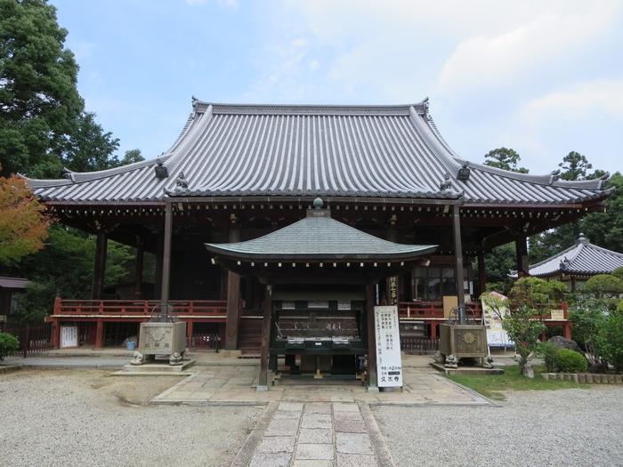 橿原神宮からほど近い場所には、久米仙人の伝説が残る飛鳥時代に創建された古寺、久米寺があります。