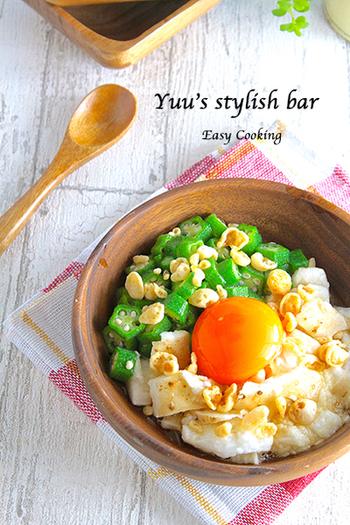 オクラと長芋がたっぷりで、彩りもキレイな卵かけご飯は、見た目からしてヘルシー。