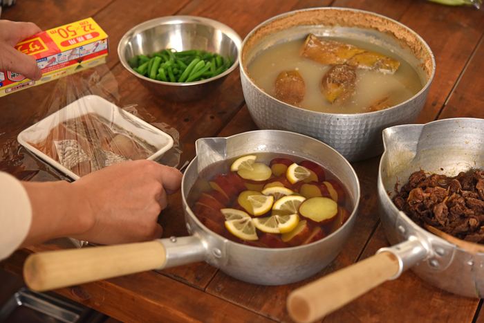 さつまいものレモン煮、牛肉のしぐれ煮は常備菜としても便利なおかず。前日に作ってしまっても、十分美味しく食べられます。いんげんも前日の夜であれば茹でて、和えるだけの状態にしておいてOK。