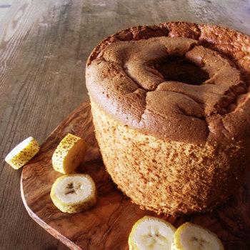砂糖を使わないお菓子のアトリエ「ひみつのひとさじ」。香り高い北海道産の小麦粉を使い、フランスのお菓子に近い深めの色に焼き上げたカラダに優しいお菓子です。