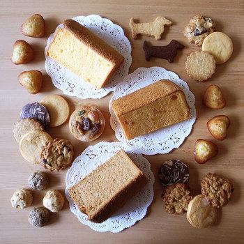 焼き菓子の詰め合わせには、犬やネコの可愛らしいクッキーや、シフォンケーキがセットになったものまで色々。どれにする?なんて楽しい会話が弾みます♪ふわふわ、サクサク、しっとり・・・様々な食感も味わえるところも魅力です。