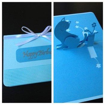 猫とお花をモチーフにした、大人の方にもぴったりのおしゃれなポップアップカード。愛猫家の方へのプレゼントに添えていかがですか?