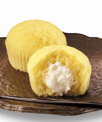 ふわふわ食感の優しい味の蒸しケーキに、ほんのり甘いクリームがたまりません!