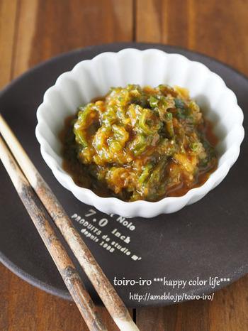 ご飯のお供と言えば、やっぱりネギ味噌。こちらのレシピでは、普段使わずに捨ててしまう青い部分だけで作っています。