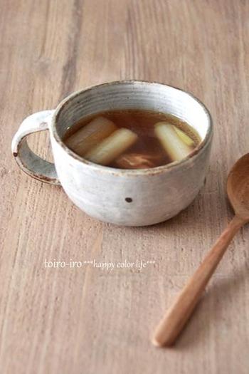 焦がしたネギが香ばしく鼻をくすぐる和風スープ。ベーコンを入れて旨みもアップ。寒い季節にほっとする味わいです。