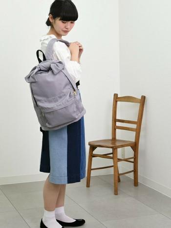 淡いグレーはモノトーンやブルー系の服に。グレーも濃淡がいろいろあるので、お好みで選んでみてくださいね。