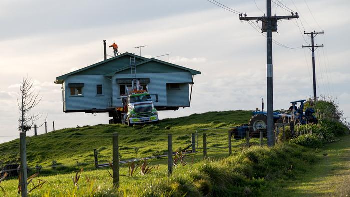 本格的な屋根やテラスなどを設け「タイヤがついた家」と呼べるほど立派なものも。上下水道や電気を引き込めるものもあります。