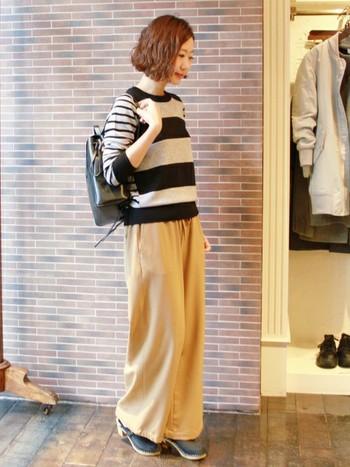上品な艶感のある小さめサイズの革リュックは、おめかししてお出かけしたい日におすすめ。大人っぽく落ち着いた雰囲気を演出出来ます。