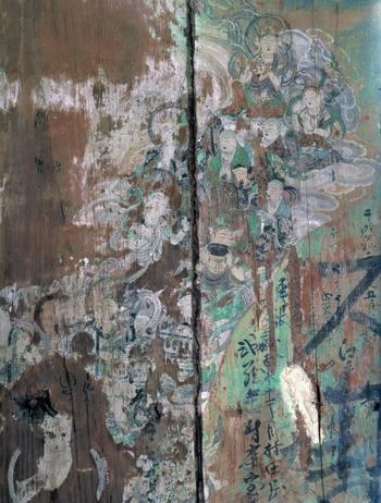 国宝の鳳凰堂壁扉画の「九品来迎図」。阿弥陀如来が極楽浄土から菩薩などを従えて死者を迎えに来て、また極楽浄土へと戻っていく様が描かれています。  こちらも「かぐや姫の物語」の参考にされているのだそう。