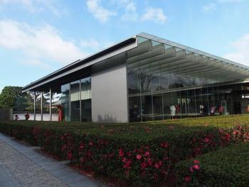 平等院の敷地内にある「平等院ミュージアム鳳翔館」。平等院の国宝や重要文化財を収蔵・展示している博物館です。