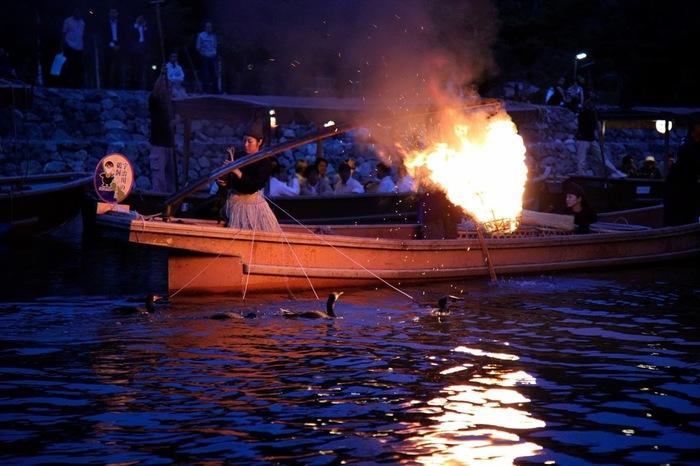 宇治川は7~9月に鵜飼が行われることでも有名。この鵜飼も遊覧船で間近に見ることができ、7・8月の土日祝は乗合船が満席になるほど人気です。