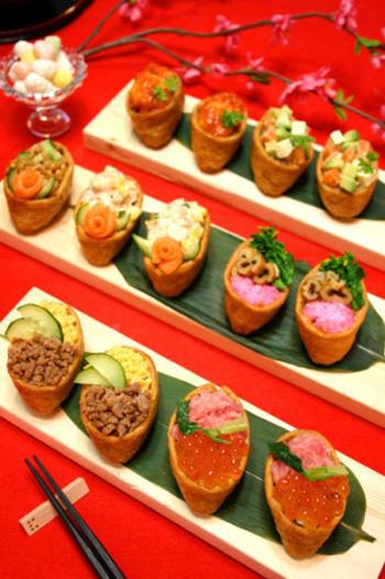 ひな祭り用いなり寿司盛り合わせ。どれから食べるか迷ってしまいますね。