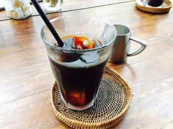 美味しい空気の中味わうカフェメニュー。ゆっくり味わって欲しい珈琲は、アイスでもホットでも香ばしさを感じる1杯です。