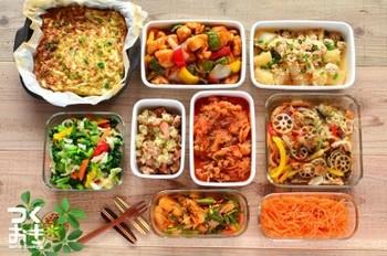 常備菜を用意しておくと、朝ごはんも昼ご飯も夜ご飯も時短で作ることができます。  常備菜の器を並べると達成感が生まれるものです。