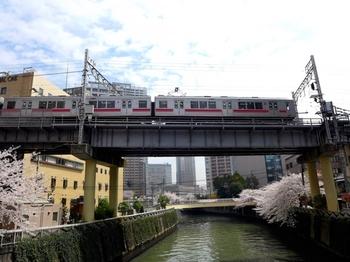 大崎・五反田エリアは、東京の副都心として、ビジネスの新しい拠点や新しい住宅地として発展を続けています。 中でも、JR山手線、東急池上線、地下鉄浅草線の3線が乗り入れる五反田は、古くからの高級住宅街の島津山、外国大使館、大学、大規模病院などが立ち並び、様々な顔を持ちます。 そんな五反田には、フレンチの名店から美味しいパン屋、おしゃれなカフェまでビジネスマンや地元民にも愛される美味しいお店もバリエーション豊富に揃います。そんな「五反田」の美味しいお店6選をご紹介します♪
