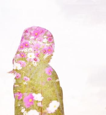 人×花でこんなアートな作品に仕上げられます。 身体の部分などで、色々なパターンのものが撮れそうですね。