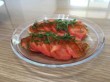 レンジで簡単につくれるポン酢ジュレ。カツオなどのお刺身はもちろん、豆腐やトマトなどシンプルな料理もワンランクアップしてくれるので、作り方を覚えておきましょう。