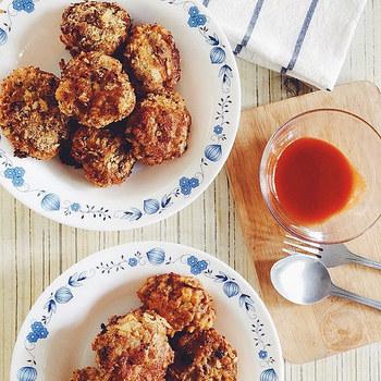 リーズナブルで幅広い料理に使える「ひき肉」。 冷蔵庫にストックしておくと、色々な料理にアレンジできてとっても便利な食材です。 でも「定番のハンバーグや餃子以外、あまりレシピを知らない…」という方も多いのでは? そこで今回はお弁当や夕飯のおかずをはじめ、短時間で調理できるスピードレシピなど。「ひき肉」を使った美味しい料理をたっぷりご紹介します♪