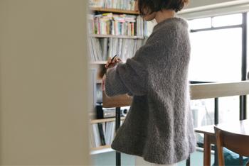 寒い日々にも柔らかさと女性らしさを。優しく洗練された「大人のニット」を着こなそう!