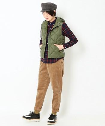 インナーダウンをダウンベストとして着るのも素敵。春から冬まで長く使えるアイテムなのも魅力ですよね。