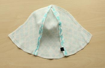 一度に6枚を縫うよりも、3枚ごとのパーツを2組作ってから縫い合わせる方がキレイに仕上がります。