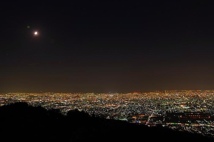 山上には遊園地もあり、そこから夜景も綺麗に見渡せますよ♪