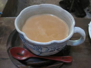 """おすすめしたいのが、この""""チャイ""""。ミルクの優しい風味が、紅茶の渋みを抑えながら全体をまろやかに♪スパイスの香りで上品に仕立てられた、バランスの良いチャイです。"""