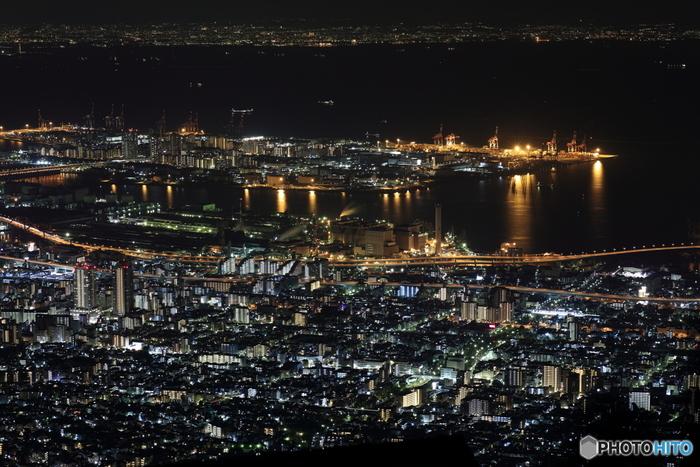 夜景が綺麗に見物できるポイントでもありますし、夕暮れ時もアンニュイな風景がほっとさせてくれます。