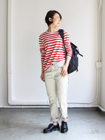 メンズライクなアイテムとキュートなカラーリングのボーダーTシャツのミックススタイル。大人カジュアルには何かと重宝してくれそうですね。