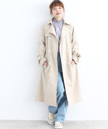 春らしい淡い色味のコーデが好印象。上品なカットソーに薄めのデニムが、カジュアルながらも女性らしい春の装い。