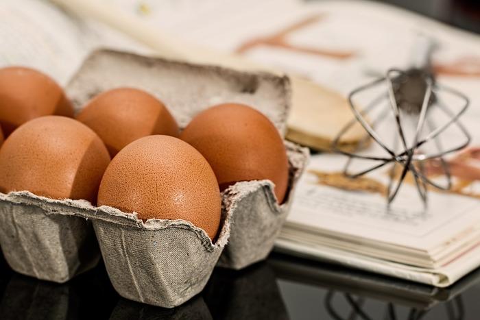 カスタード作りにはいくつかのポイントがあります。  1.牛乳を加える時は少量づつ加え、ダマにならないようにしましょう。 2.クリーム状にする時の火加減は弱火にしましょう。強すぎると卵が固まってしまい、食感が悪くなります。 3.バニラビーンズなど香りづけのものは火を止めてから最後に加えます。