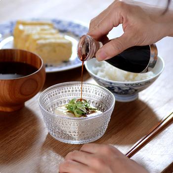 液垂れしない醤油差しは食卓に出しておいても気持ちがいいもの。倒れにくく、持ちやすい形状を考え抜いて作られた醤油差しは和食によく似合います。