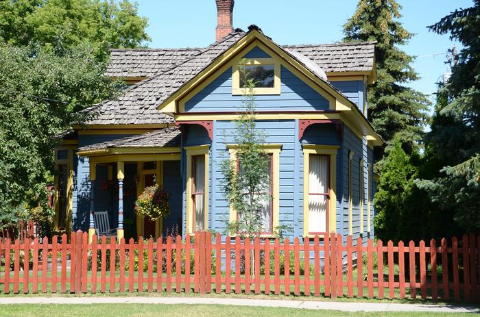 タイニーハウスとは日本語にすると「小さな家」ということ。なぜこの「小さな家」に注目が集まっているのでしょうか?