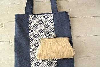 連続柄の刺繍がとっても綺麗なトートバッグ。こんなに可愛いバッグなら、毎日持つのが楽しくなりますね。ナチュラルで優しい色合いも、これからの季節にぴったり。