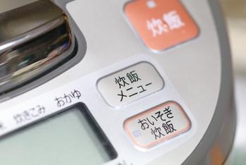 炊飯器を使って作ることもできます。ヨーグルトメーカーは無いけれど炊飯器はある、というおうちも多いのでは。約5時間ほどで出来上がりますよ。