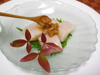 醤油の代わりに、醤油麹をかけて…。ワサビの入った醤油麹なら、刺身との相性もバツグン!