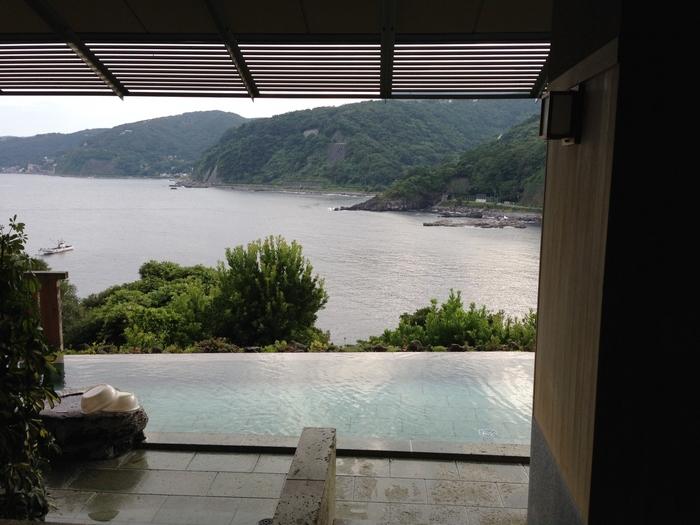 静岡の赤沢にある、DHC赤沢温泉郷は、その名の通り化粧品メーカーのDHCが経営しているんです。そのためアメニティが豊富なのでふらりと立ち寄ってもOKな嬉しい温泉です。